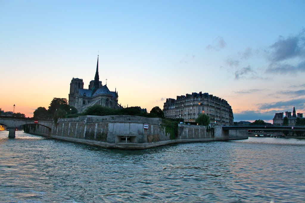 Cruising the Seine– A Perfect Paris Evening